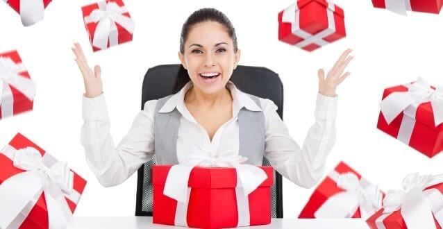 secretaresse met cadeautjes