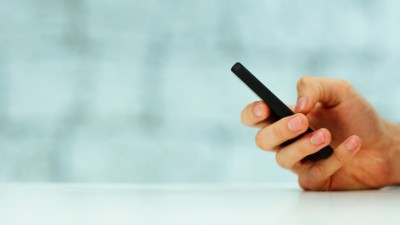 Mag de werkgever het smartphone-gebruik op de werkvloer verbieden?