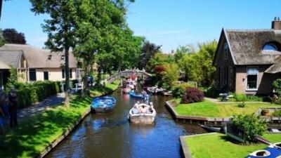 Nieuw: ALL-IN Bedrijfsuitje in Giethoorn – Inclusief Varen, Eten en Drinken